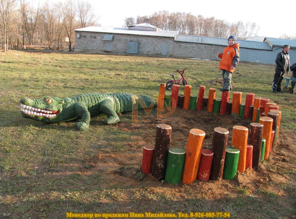 Скульптура крокодил из дерева для дошкольного учреждения