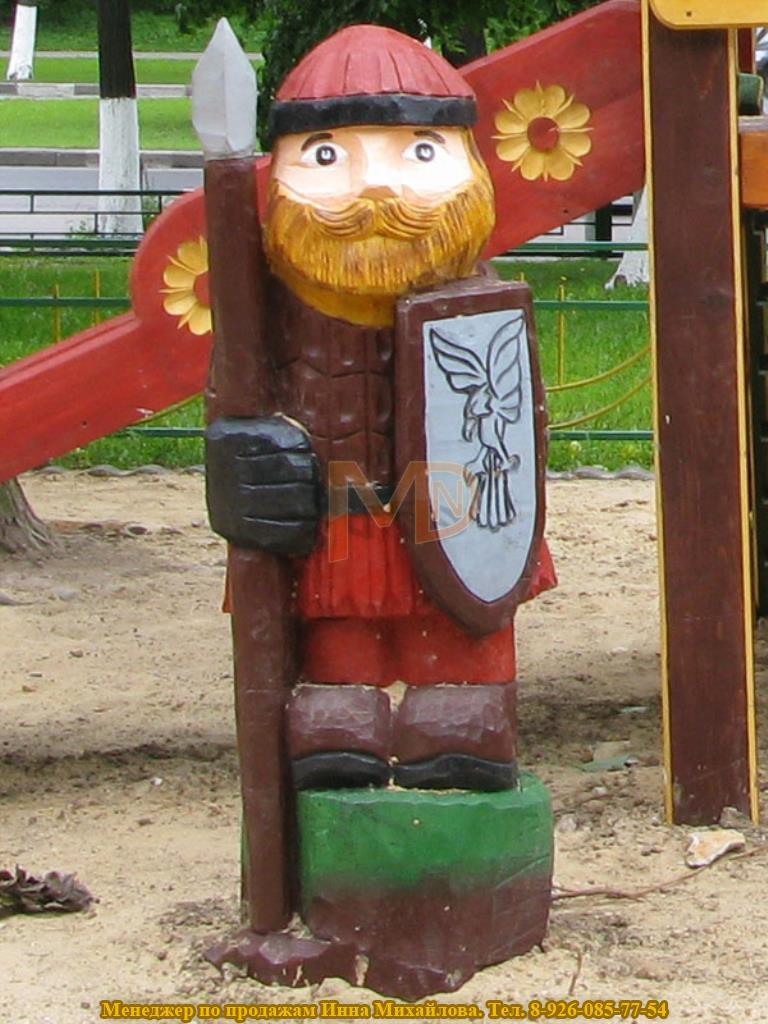 Деревянная скульптура для украшения детской площадки